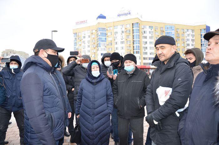 Митинг в Атырау: СОБР окольцевал, но потом отпустил