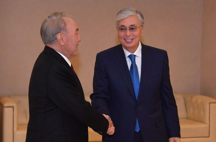Токаев и Назарбаев поздравили казахстанцев с Днем благодарности
