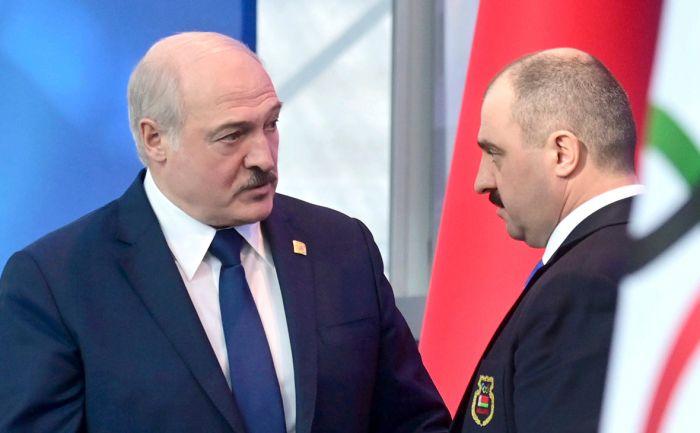 Лукашенко присвоил сыну звание генерала и уволил с поста своего помощника
