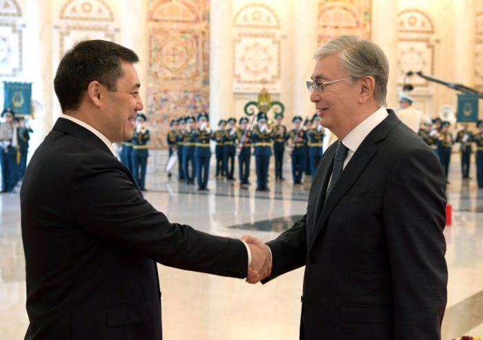 «Я казах, но кыргыз мне родня» - Жапаров процитировал казахского поэта на встрече с Токаевым