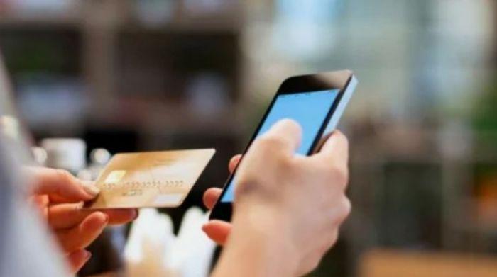 Как налоговики будут вычислять тех, кто получает доход через мобильный перевод