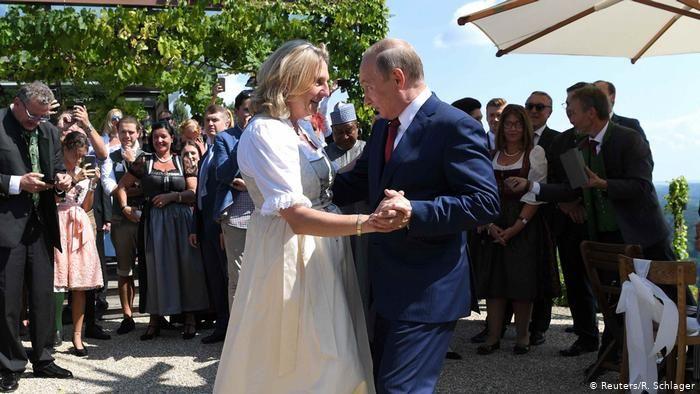"""Танцевавшую с Путиным экс-главу МИД Австрии выдвинули в совет директоров """"Роснефти"""