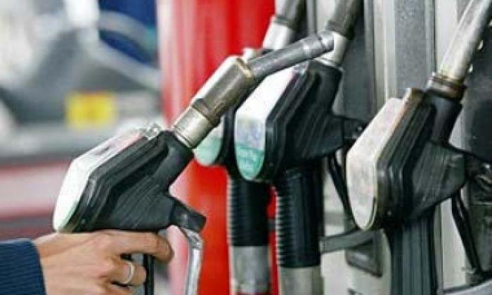 Казахстанские бизнесмены продают бензин на 20 тенге выше установленной цены