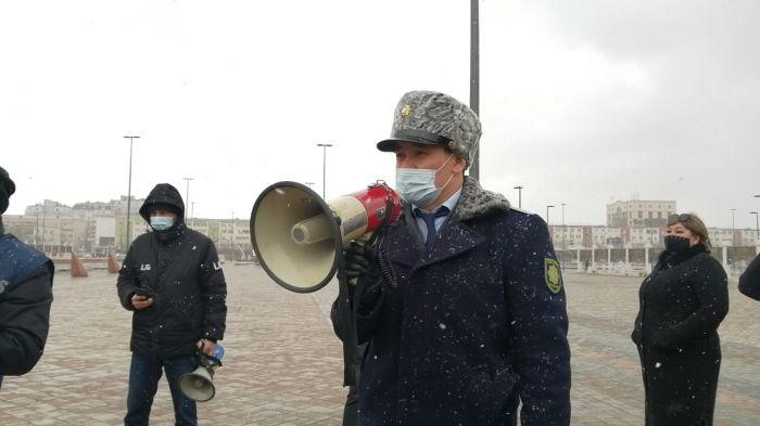 Митинг в Атырау: громкоговоритель  под ухом и «новые корреспонденты»