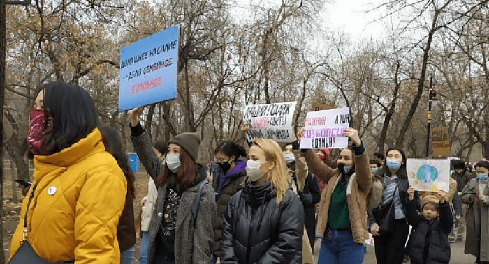 Марш за права женщин состоялся в Алматы