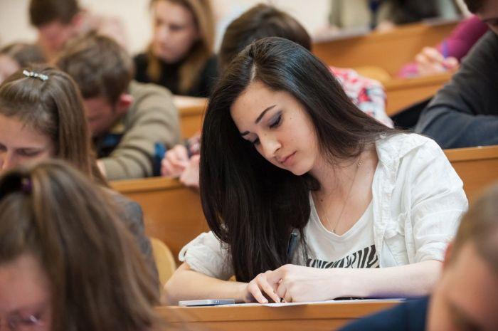 Казахстанские студенты, обучающиеся в России, смогут сдавать сессию дистанционно