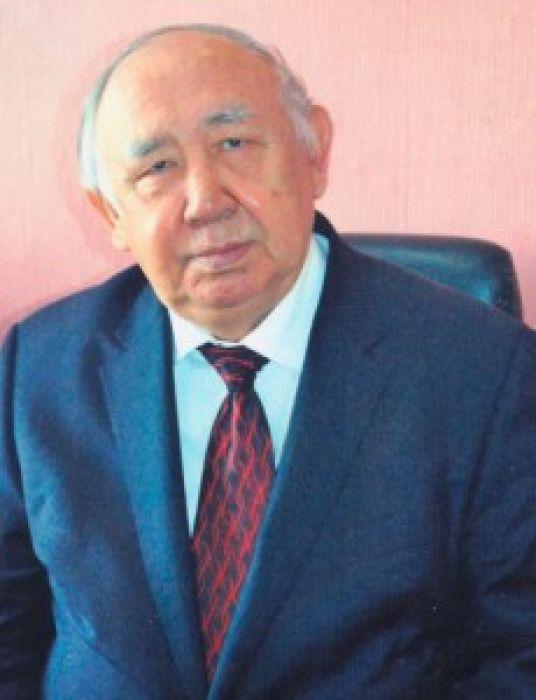 В Алматы скончался известный поэт Туманбай Молдагалиев