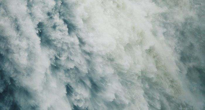 Отец с дочерью упали в водопад в Акмолинской области – жуткое видео