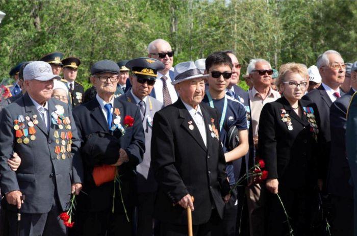 В Атырау ветеранам Великой Отечественной войны вручили по миллиону тенге