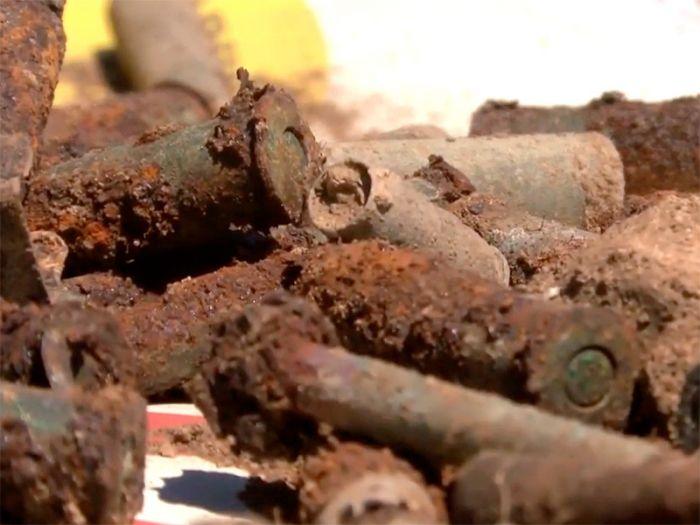 Два поисковика, включая подростка, подорвались на старом боеприпасе времен ВОВ