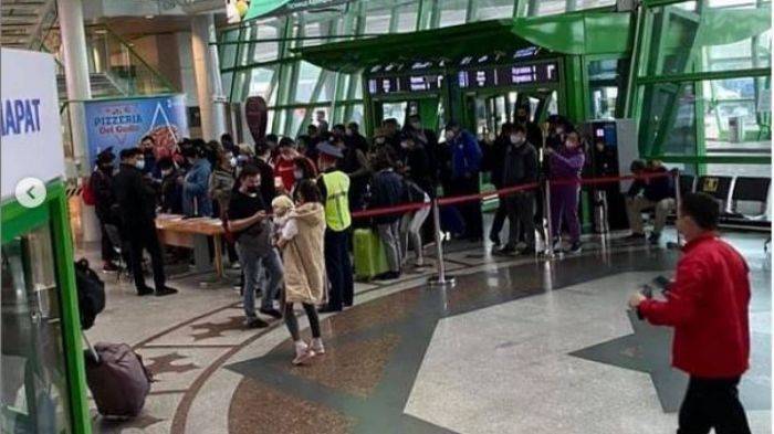 Столпотворение произошло в аэропорту Нур-Султана из-за Ashyq