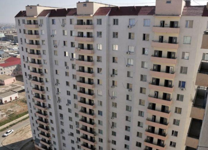 В Атырау женщина совершила суицид, выбросившись из окна 9-го этажа