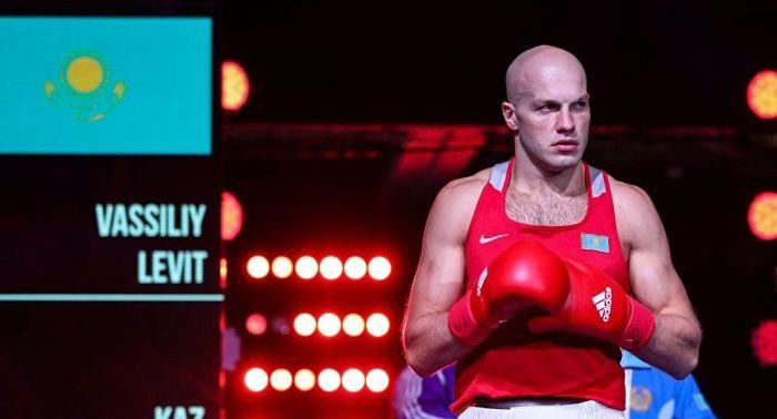 Левит отказался надевать серебряную медаль на чемпионате мира по боксу - видео