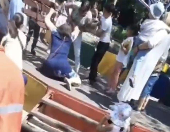 Родители подрались из-за бесплатных аттракционов в парке Караганды