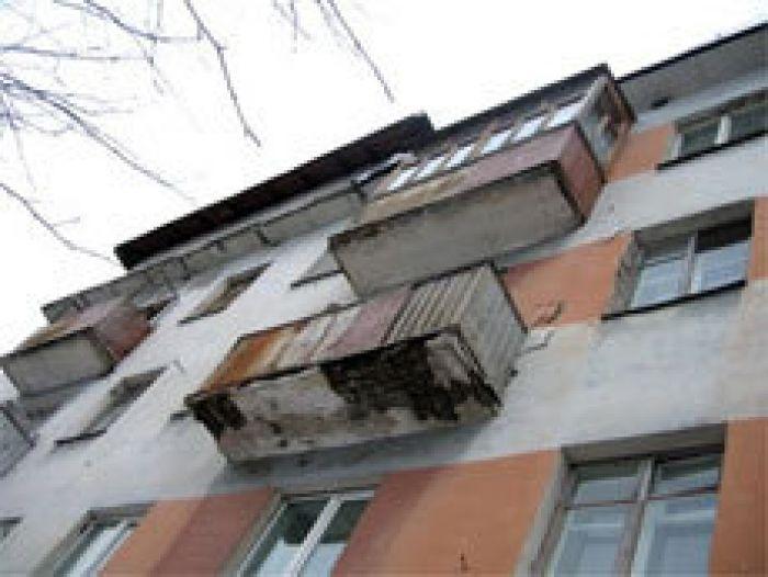 Алматинка с 3-летним сыном сбросилась с крыши