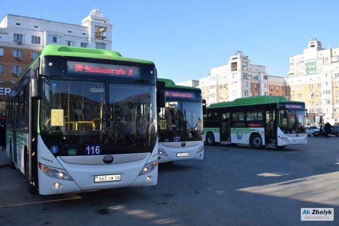 «Гонщики» на автобусах с пассажирами за спиной