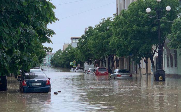 Власти Керчи попросили не пить воду из-под крана после потопа