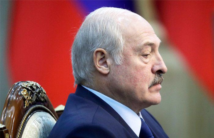 Лукашенко заявил об отказе Белоруси принимать самолеты с Украины