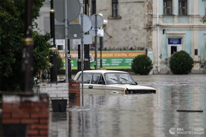 Минобороны усилит группировку для помощи жителям Крыма после наводнения