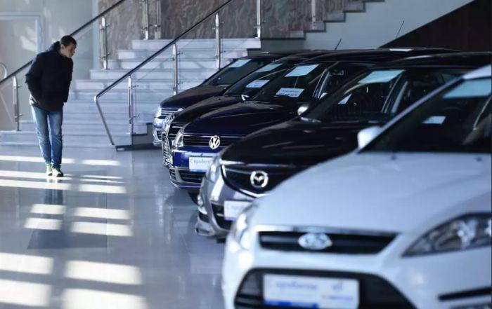 Названы автомобили, которые быстрее теряют в цене