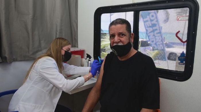 Жителей Пуэрто-Рико вакцинируют от COVID-19 на пляжах