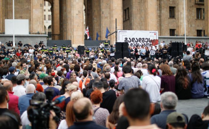 В Тбилиси начался митинг с требованием отставки правительства