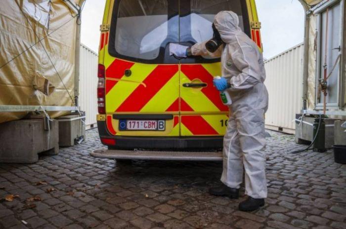 В Бельгии скончалась заразившаяся двумя штаммами COVID-19 женщина