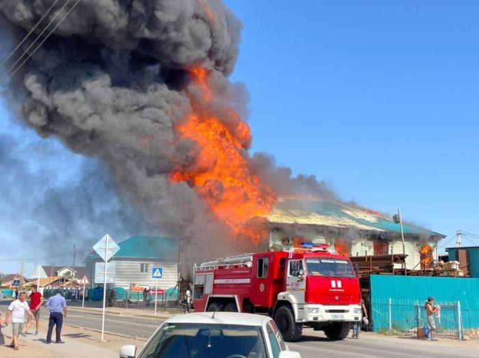 В райцентре Курмангазы сгорел магазин