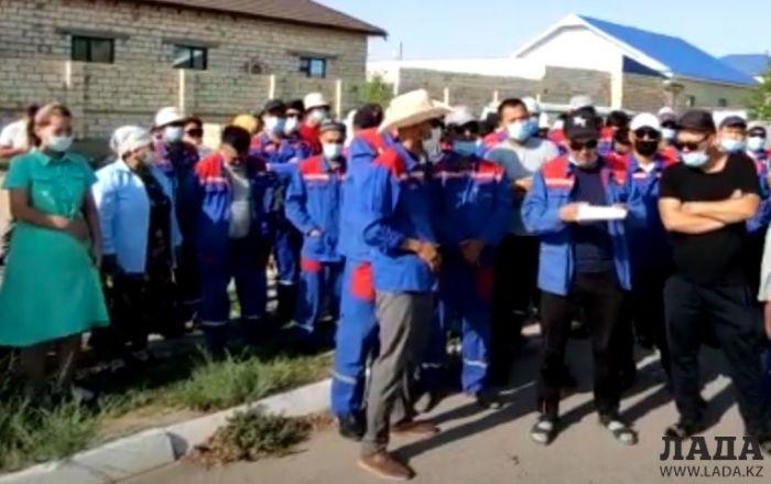 Отключить Жанаозен от электричества грозятся работники энергоснабжающего предприятия