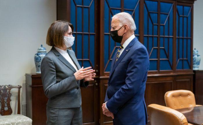 Байден впервые встретился с Тихановской в Белом доме