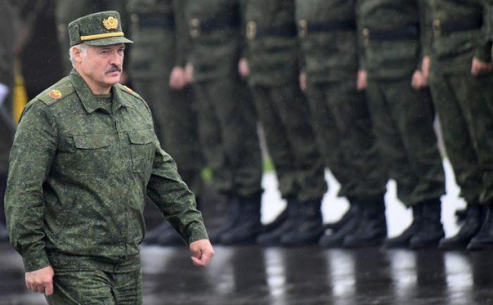 Лукашенко заявил о возможности размещения в Беларуси войск России
