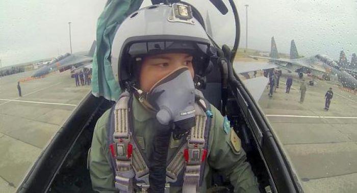Женщина-летчик впервые стала командиром экипажа истребителя Минобороны РК