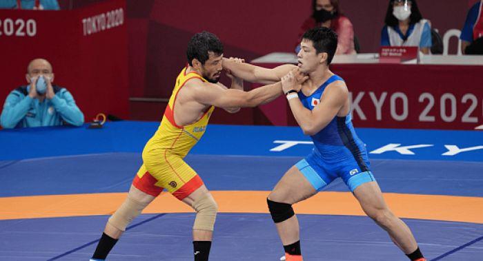 Комментатор госканала Qazaqstan в прямом эфире раскритиковал подготовку боксеров и борцов