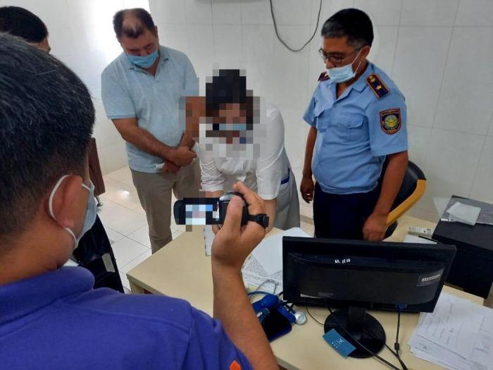 В Атырау задержаны ещё две медсестры, продававшие фиктивные паспорта вакцинации