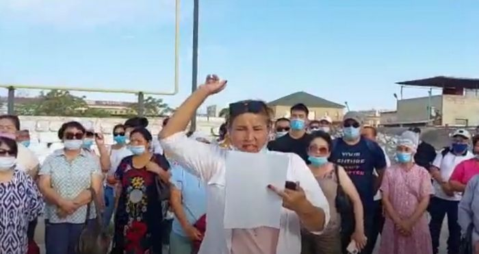 На Каражанбасе женщины-рабочие устроили забастовку