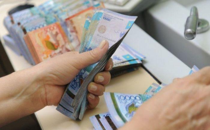 Средняя зарплата в Атырауской области – почти 400 тысяч тенге
