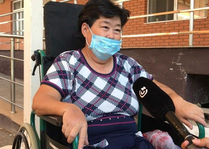 В Атырау пациентка с 90% поражением лёгких выписалась из инфекционного стационара