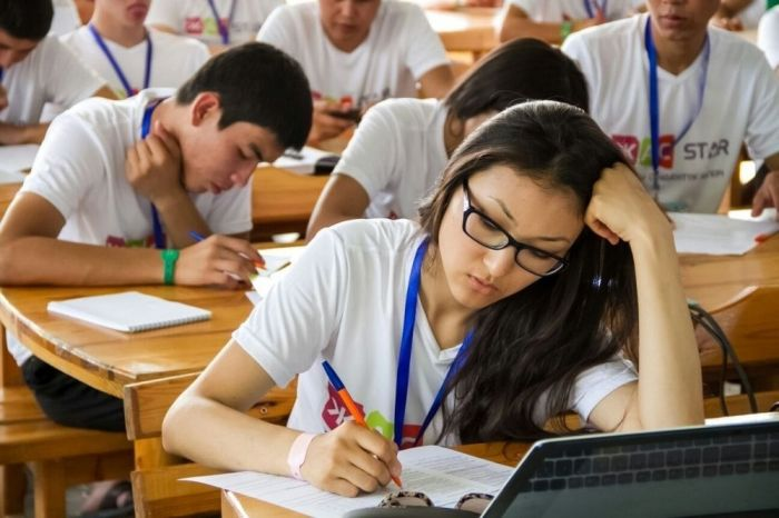 Невакцинированные студенты будут учиться онлайн, заявили в Минздраве