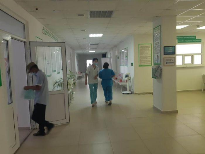 Картинка из района: врачи спасают, люди ходят по тоям