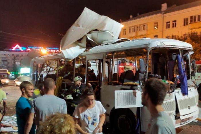 В Воронеже 12 человек пострадали при взрыве в автобусе