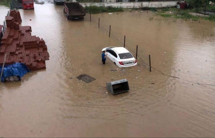 Число жертв наводнений в Турции возросло до 27