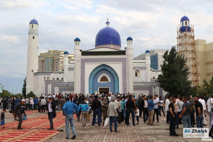 В мечетях и церквях Казахстана разрешили проводить коллективные молитвы
