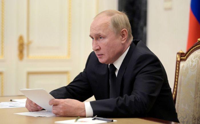 Путин заявил о проблемах с COVID-19 в его окружении