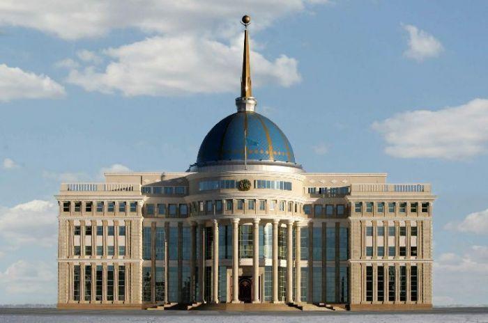 Токаев посмертно наградил погибших при взрывах в Жамбылской области