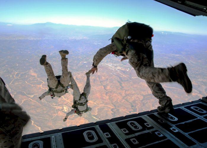 Военнослужащий погиб после прыжка с парашютом в Алматинской области