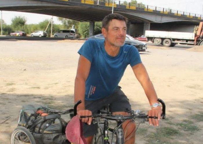 Француз четыре месяца ехал на велосипеде в Алматы