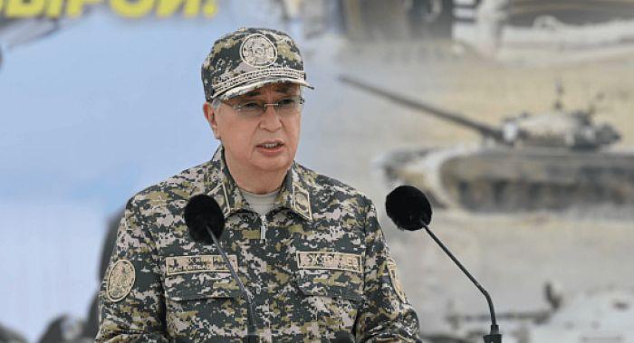 Токаев пообещал военным увеличение окладов в среднем на 60% в ближайшие два года