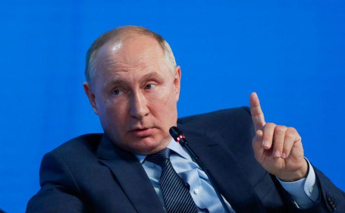 «Далеко не все в тюрьме». Путин — об оппозиции и Навальном