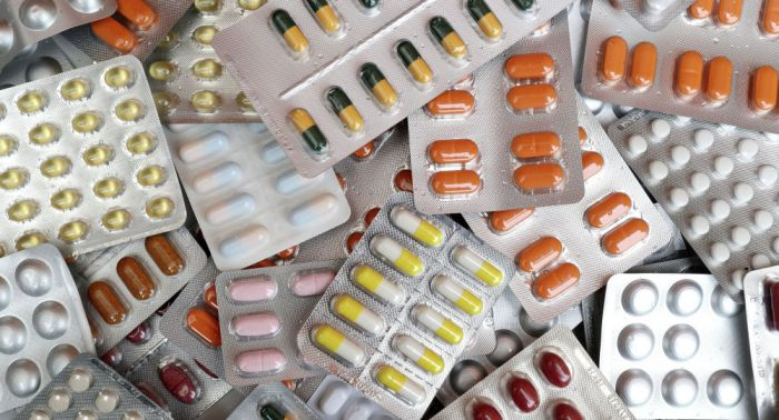 Завышенные цены и просроченные препараты: сенатор возмутился нарушениями Минздрава