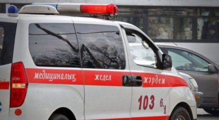 В Атырау 5-летняя девочка выпала из окна 6-го этажа
